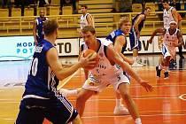 Z basketbalového utkání nejvyšší soutěže Prostějov - Poděbrady (83:66)