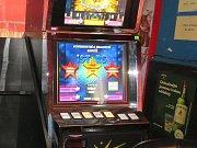 Dne 10. 5. 2018 provedli středočeští celníci kontrolu se zaměřením na dodržování zákona o hazardních hrách v kolínské herně.
