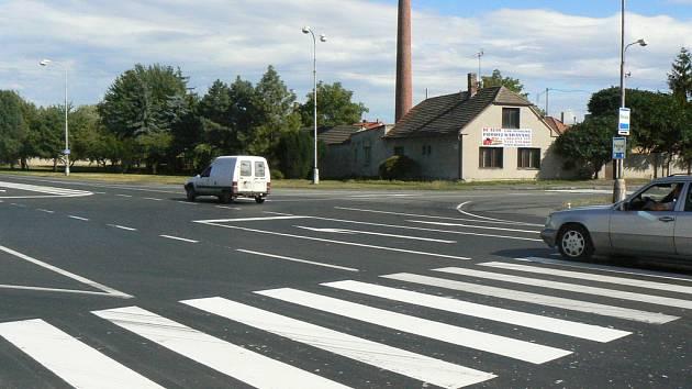 Křižovatka v Sadské, kde by měl příští rok stát kruhový objezd