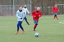 Zase nadělovali. Podruhé za sebou nastříleli fotbalisté Bohemie Poděbrady (v modrobílém) soupeři šest gólů, odnesl to Rychnov