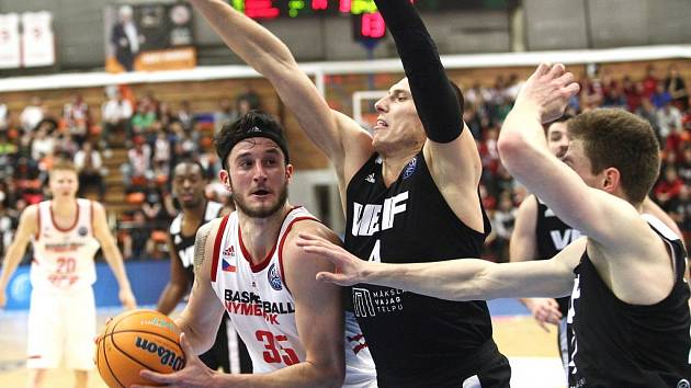 Z basketbalového utkání Ligy mistrů Nymburk - VEF Riga (75:56)