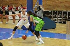 Z basketbalového utkání evropského poháru žen Nymburk - Ragusa (53:57)