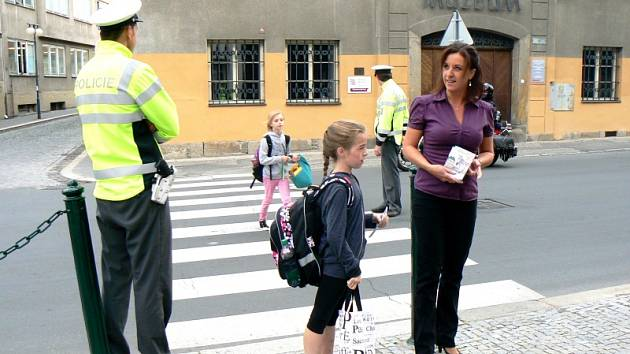 Preventistka Lucie Nováková při akci Zebra se za vás nerozhlédne