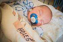 Daniel Holeš, Milovice. Narodil se 2. dubna 2020 v 13.05 hodin, vážil 3 730g a měřil 51 cm. Na chlapce se těšili rodiče Aneta a Dominik a sourozenci Matyáš a Dominika. (porodnice Nymburk)