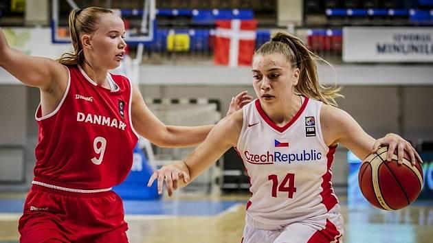 Anna Rylichová (vpravo) je mistryní Evropy kategorie U16