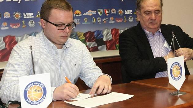 ONDŘEJ ŠIMEČEK, tiskový mluvčí  basketbalového klubu ČEZ Basketball Nymburk
