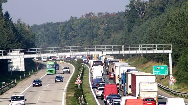PŘINESLA by úprava maximální rychlosti na D11 více nehod, nebo naopak plynulejší jízdu?