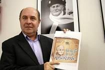 Jubilejní ležák, jehož etiketu představuje ředitel pivovaru Pavel Benák, se začne pít v pátek