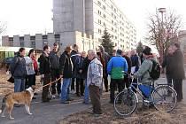 PRVNÍ obchůzka po části Žižkova uskutečnilo vedení města, úředníci a obyvatelé dotčené lokality se svými postřehy a připomínkami v březnu 2011.