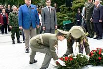 Na nymburském hřbitově uctili památku padlých vojáků