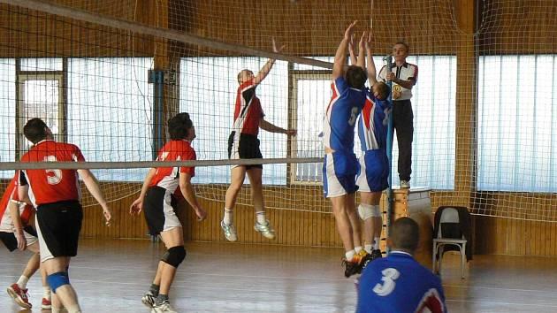 Volejbalisté Všechlap (v útoku) prohráli dohrávku prvního kola s Benešovem