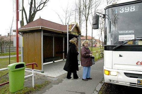 Kvůli přiblížení cenám s Pražskou integrovanou dopravou se na Nymbursku zdražilo jízdné.