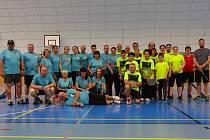 Bavili se. Účastníci kounického turnaje v badmintonu, který uspořádal sadský klub