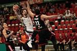 Basketbalisté Nymburka vyhráli doma první semifinále nad týmem Svitav 79:70.
