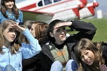 Finalistky Miss Polabí 2010 měly možnost vyzkoušet si létání ve větroni.