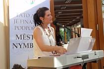 Zpěvačka Hana Robinson s kapelou na Katovně v Nymburce