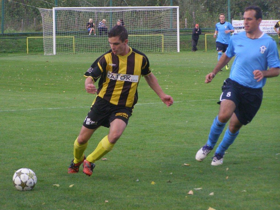 Z divizního fotbalového derby Litol - Union Čelákovice (4:1)