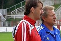FOTBALOVÝ TRENÉR František Šturma (vlevo), kdy ještě působil po boku Vlastimila Petržely
