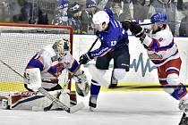Hokejisté Nymburka prohráli ve třetím utkání play off s Kolínem na jeho ledě 2:5 a v sérii prohrávají 1:2. Čtvrté utkání se hraje v pátek v Nymburce