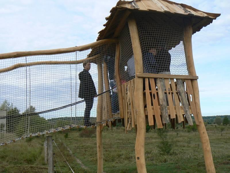Kolem pastvin divokých zvířat byly instalovány vyhlídky.