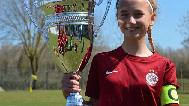 Michaela Hamplová. Třináctiletá fotbalistka z Poříčan hájí barvy pražské Sparty.