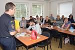 Hasiči učili benešovské učitele.