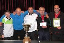 NEJLEPŠÍ.Vítězný tým TTC Brandýs nad Labem na turnaji v Pískové Lhotě. Zleva: Černota, Mühlfeit, Vošahlík, Ivan a Nekola