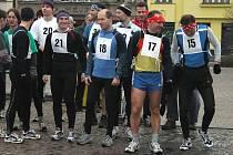 Na startu letošního běhu v Lysé nad Labem se sešlo celkem dvaačtyřicet běžců