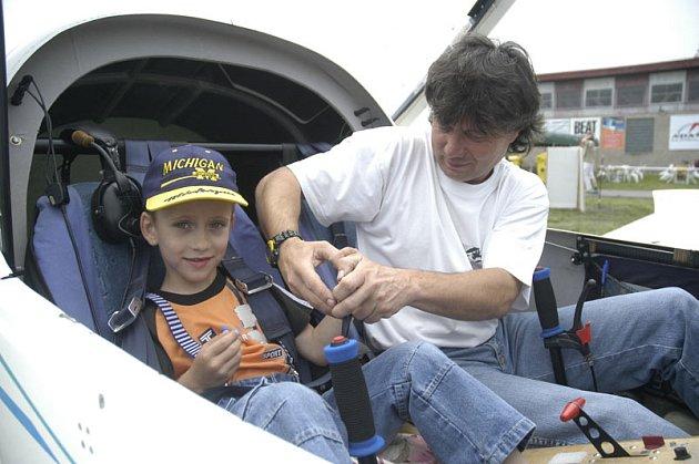 Šestiletý Petřík byl nejmladší pasažér na sletu letadel.