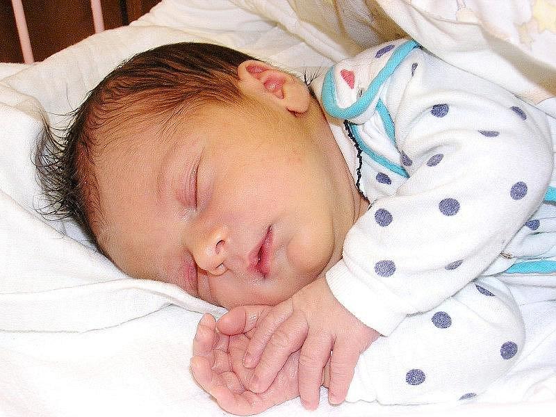 NA MATĚJE DOMA ČEKÁ BRÁŠKA KRYŠTOF. Ve středu 13. října se rodiče Lenka a Roman zaradovali ze syna Matěje Ludína. Předem prozrazený chlapeček se narodil v 5.43 hodin s mírou 49 cm a váhou 3620 g. Doma v Milovicích se na něj těší bráška Kryštof.