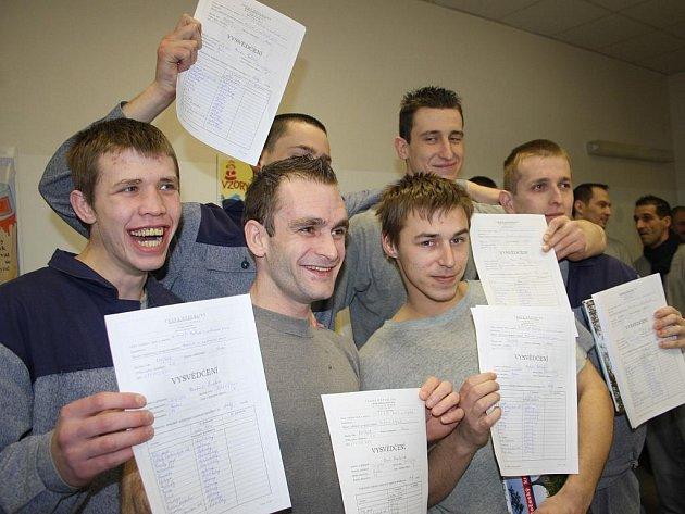Vězeňští učni dostali svá první vysvědčení