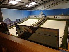 V Milovicích roste nový lyžařský trenažer.