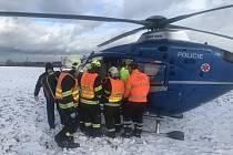 U nehody dvou osobních aut u Strančic zasahoval také vrtulník.