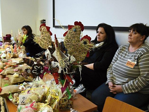 Prodejní velikonoční výstava, která má již letitou tradici, se v pondělí uskutečnila na chodbách Krajského úřadu Středočeského kraje na pražském Smíchově.