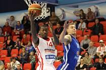 Z basketbalového utkání VTB ligy Nymburk - Krasnojarsk (69:61)