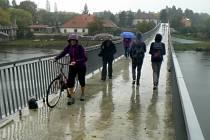 Lávka pro pěší by se mohla proměnit na most pro cyklisty.