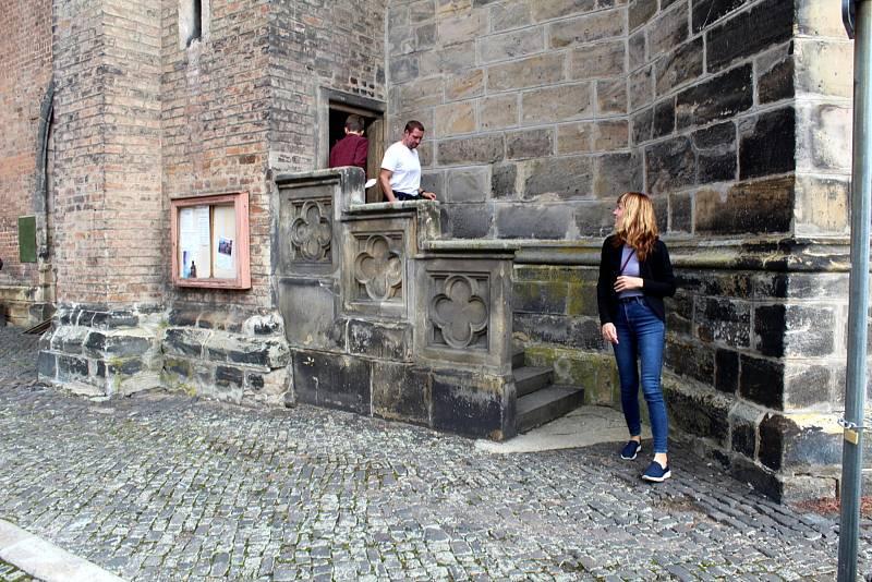Vstup do věže kostela sv. Jiljí v Nymburce.