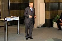 Jaroslav Kubera při předávání ocenění policistům, strážníkům, hasičům a zdravotním záchranářům na poděbradské radnici loni v březnu.