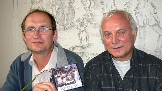 Jan Kusovský a Václav Horčička s novým cédéčkem Šátečku