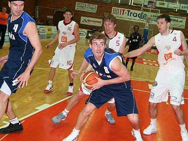 Z basketbalového utkání play off Nymburk - Kolín (105:61).