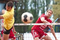 Nohejbalisté Čelákovic porazili i Karlovy Vary. Neprohráli už jedenáct zápasů v řadě.