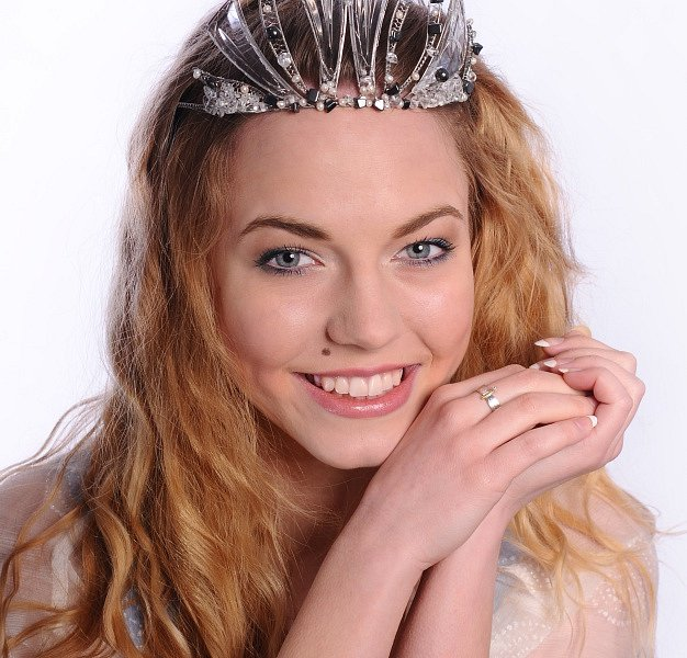 Miss polabí 2014 Adéla Prokopová fotila plakát a vybírala dárek pro letošní vítězku