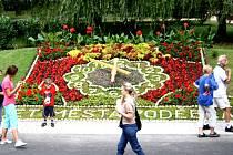 Nová kolonáda s květinovými hodinami