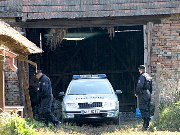 Stodola smrti. V ní byla nalezena dvě zavražděná těla