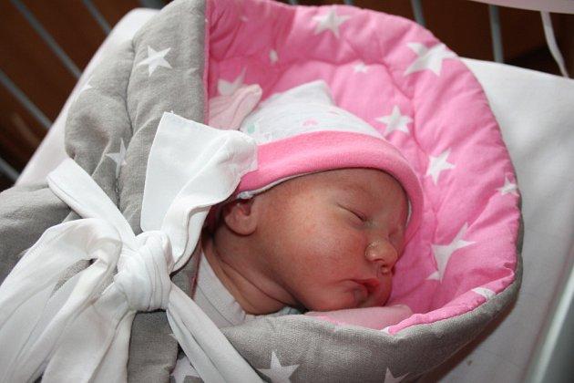 DOMI ZE SEMIC. Svou první dcerku DOMINIKU MAREŠOVOU přivítali na světě rodiče Lucie a Martin 21. září 2017   v 17.09 hodin. Jejich malá slečna vážila 2 880 g a měřila 47 cm.