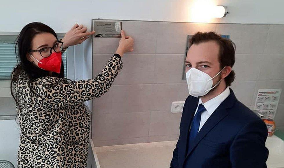 Pokoje na gynekologicko-porodnickém oddělení v nymburské nemocnici prošly rekonstrukcí.