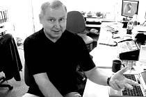 Astrolog Ivan Černovský v redakci Nymburského deníku