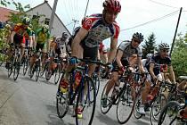 Z cyklistického závodu ve Mcelích