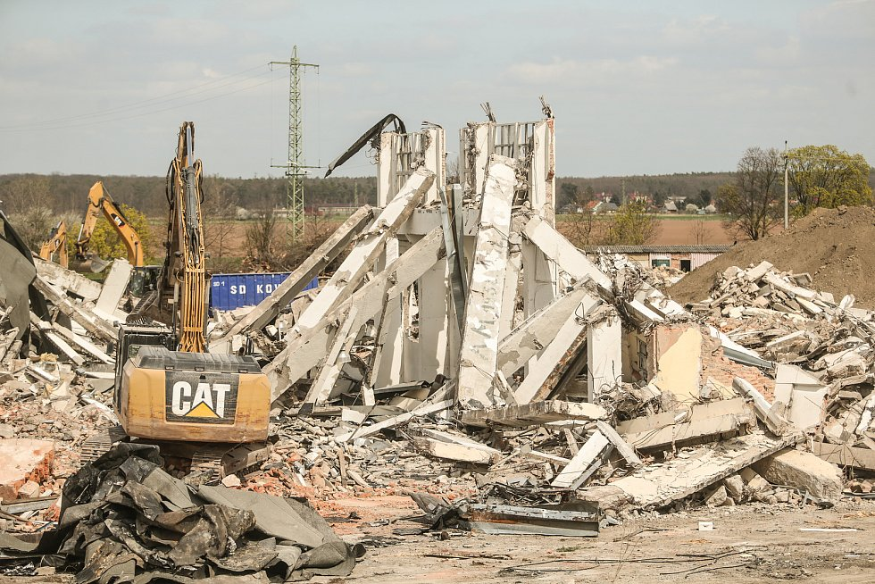 Demolice v areálu ARCHAN v Zápech.