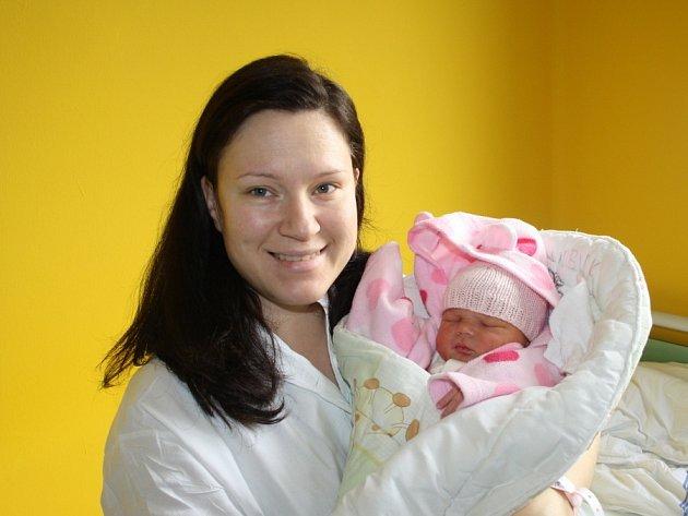 DRUHÁ HOLČIČKA V RODINĚ. Denisa Kadlecová se narodila mamince Veronice 26. prosince 2016 v 9.40 hodin s váhou 3 330 g a mírou 49 cm. Domů do Lysé nad Labem za tříletou Klaudinkou odvezl obě táta Marek.
